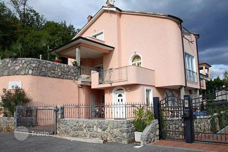 Coastal residential for sale in Opatija. Cozy villa with panoramic sea views in Opatija