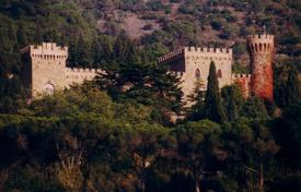 Property to rent in Umbria. Castle – Passignano Sul Trasimeno, Umbria, Italy