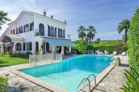 Houses for sale in Nice. Designed villa with swimming pool, garden and a stunning sea view in Nice, Cote d`Azur, France