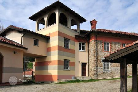 Hotels for sale in Alessandria. The hotel complex with a farmland in Alessandria