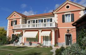 Luxury houses with pools for sale in Province of Imperia. Elegant villa in Imperia, Italy