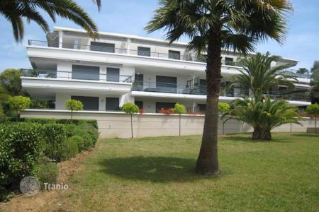 Apartments with pools for sale in Côte d'Azur (French Riviera). JUAN LES PINS