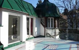 Property for sale in Vienna. Exclusive Art Deco villa with beautiful roof garden view in sought-after Gersthof location — close to Pötzleinsdorfer SCHLOSSPARK