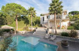 Luxury houses with pools for sale in Vallauris. Stylish cottage with a pool, a terrace and a garden in an elite residence, Vallauris, French Riviera, France
