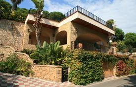 Luxury 3 bedroom houses for sale in Catalonia. Villa – Lloret de Mar, Catalonia, Spain