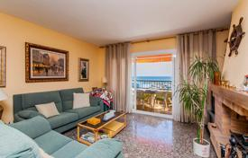 Apartments with pools for sale in Catalonia. Comfortable apartment with a spacious terrace overlooking the sea, near the beach, Sant Andreu de Llavaneres, Barcelona, Spain
