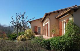 Residential for sale in Occitanie. One-storey villa with a spacious garden, one hour from Toulouse, Occitanie, France
