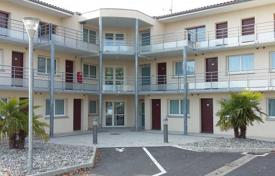 Property for sale in Occitanie. Modern hotel with a landscaped garden and a car park, Toulouse Blagnac, France