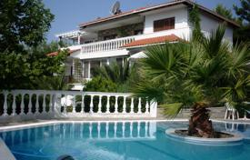 Coastal houses for sale in Chalkidiki (Halkidiki). Villa – Chalkidiki (Halkidiki), Administration of Macedonia and Thrace, Greece