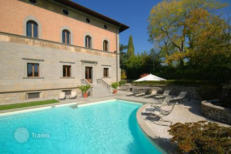 Luxury houses with pools for sale in Florence. Villa – Florence, Tuscany, Italy
