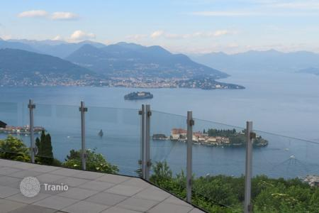 Houses with pools for sale in Stresa. Villa – Stresa, Piedmont, Italy