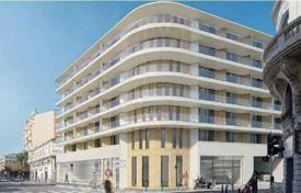 2 bedroom apartments by the sea for sale in Nice. Two-bedroom apartment in a new building in the center of the Golden Square in Nice