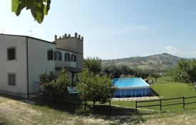 Luxury houses with pools for sale in Silvi. A large landed estate with vineyards on the Adriatic coast of Italy