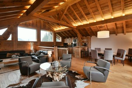 Luxury 4 bedroom houses for sale in Auvergne-Rhône-Alpes. Chalet