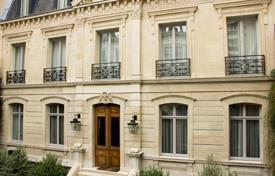 Luxury houses for sale in Ile-de-France. Paris 4th District — A stone's throw from Place des Vosges