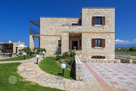 3 bedroom villas and houses by the sea to rent in Crete. Villa – Platanias, Crete, Greece