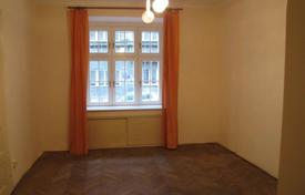 Apartments for sale in Praha 7. Spacious apartment, on the first floor of a residential building, on a quiet street, Prague 7, Czech Republic
