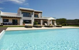 Luxury 5 bedroom villas and houses to rent in Spain. Two-level villa with a pool and a garden in Santa Gertrudis de Fruitera, Ibiza, Spain