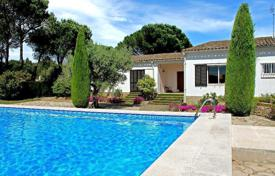 Coastal property for sale in Catalonia. Formidable one-floor house just 500m from the beaches of Empuries