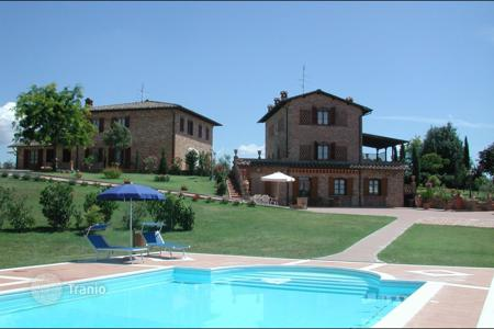 Villas and houses for rent with swimming pools in Foiano della Chiana. Villa – Foiano della Chiana, Tuscany, Italy