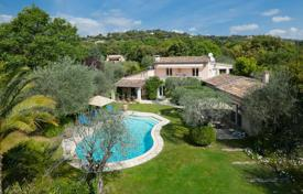 5 bedroom houses for sale in Côte d'Azur (French Riviera). Two-storey villa with a pool, terraces and a garden, in the prestigious area of Saint-Paul-de-Vence, France
