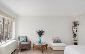 Residential for sale in North America. Furnished studio apartment with city views, Manhattan, New York