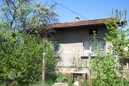 Cheap property for sale in Podgumer. Detached house – Podgumer, Sofia-grad, Bulgaria