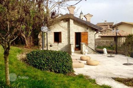 Coastal houses for sale in Emilia-Romagna. Qualitatively restructured mansion in the hills of the Val Tidone