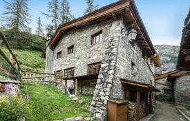 Residential for sale in Savoie. Modern chalet with a terrace and a garden, in the ski resort of Val d'Isère, Savoie, France