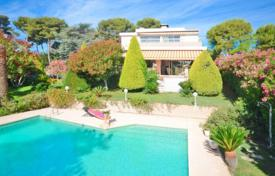 Houses with pools for sale in Côte d'Azur (French Riviera). Villa with big plot, pool and double garage, Antibes, France