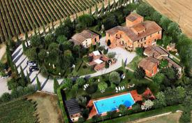 Luxury houses with pools for sale in Montepulciano. Wonderful villa in Siena, Italy