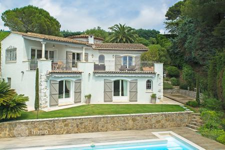 Luxury residential for sale in Le Cannet. Beautiful fully renovated villa Cannes
