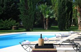 A luxuriously appointed Villa with stunning grounds and pool for 6,200,000 €