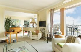 Luxury 3 bedroom apartments for sale in Ile-de-France. Paris 16th District – An over 160 m² duplex apartment enjoying panoramic views