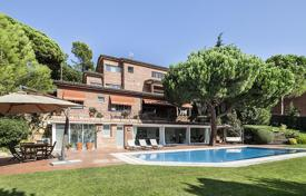 3 bedroom houses for sale in Barcelona. Luminous villa with a library and a fireplace in the suburb of Barcelona, Spain. Large plot with beautiful garden, outdoor pool, garage