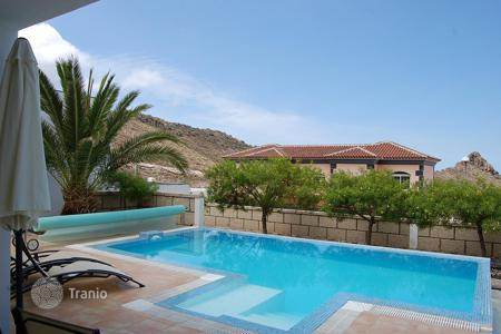 4 bedroom houses for sale in Canary Islands. Splendid villa in the prestigious district Roque del Conde! Urgent sale!
