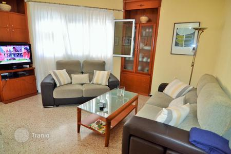 Cheap 3 bedroom apartments for sale in Canary Islands. Flat in Playa de Arinaga