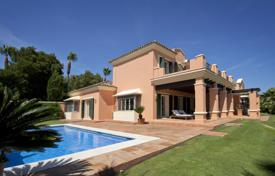 Traditional style villa in immaculate condition with lovely views to both San Roque golf courses for 1,650,000 €