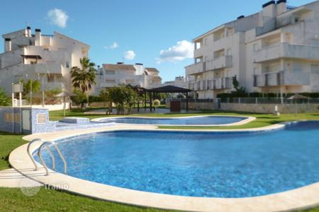 Cheap 2 bedroom apartments for sale in Costa Blanca. Furnished apartment with sea view, in a house with a swimming pool and tennis court, Ondara, Valencia