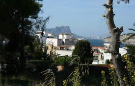 Luxury 3 bedroom houses for sale in Moraira. Luxury villa of 3 bedrooms with infinity pool and sea-views in Moraira