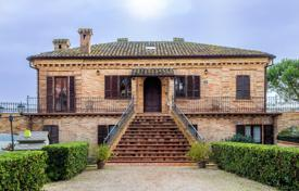 Houses for sale in Marche. Villa in Le Marche with the possibility of commercial use