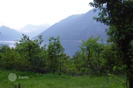 Coastal land for sale in Kotor. Land in Ljuta, an exclusive area of Kotor municipality. 400 m² of flat urbanized land with stunning sea view, only 70meters from the sea