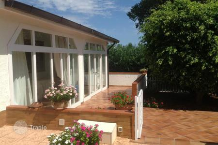 Houses with pools for sale in Sicily. Two-level villa with a park and a swimming pool in Trabia, Sicily, Italy