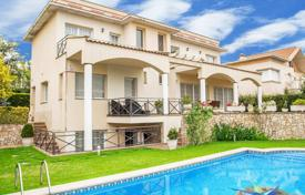 4 bedroom houses for sale in Catalonia. Villa – Vilassar de Dalt, Catalonia, Spain