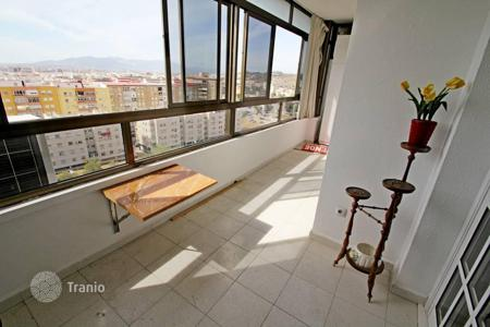 Cheap 3 bedroom apartments for sale in Andalusia. Gorgeous apartment close to the historical centre of Malaga has amazing sea, mountain and urban views