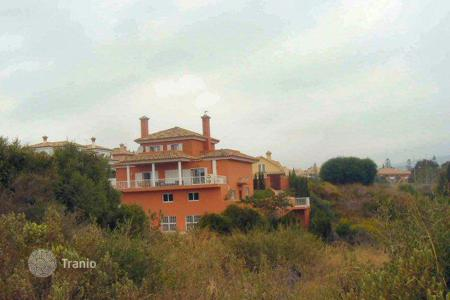 4 bedroom houses for sale in Buron. Villa on cul-de-sac in zone B, lower Sotogrande