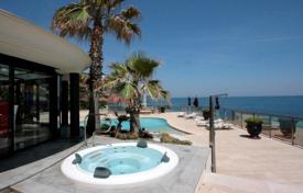 Luxury property for sale in Saint-Raphaël. Stylish villa with a swimming pool, a Jacuzzi and sea views, close to the beach, Saint-Raphael, France