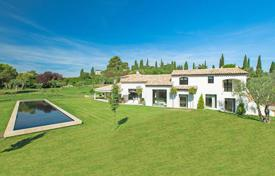 5 bedroom houses for sale in Mougins. Mougins — Charming provencal style villa