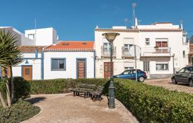 Townhouses for sale in Portugal. Modernised two bedroom townhouse with attic area, Vila do Bispo, West Algarve