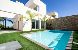 Townhouses for sale in Costa Blanca. Spacious 3 bedroom townhouse with private pool in Ciudad Quesada